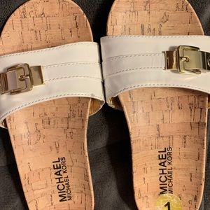 Michael Kors Girls Sandals. SZ: 1.